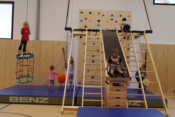 SportQuadrat Bewegungslandschaft – klettern, springen und rutschen für Kinder zwischen 4 und 12 Jahren