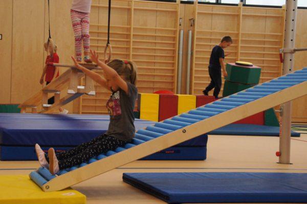Bewegungsstunde udn Kinderwelt im SportQuadrat